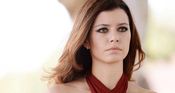 الفنانة التركية بيرين سات