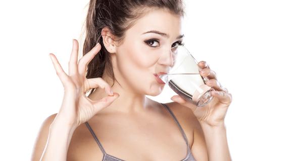كمية الماء التي يحتاجها جسم الانسان