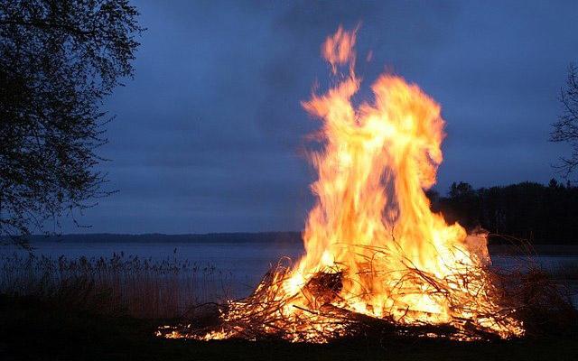 معنى رؤية النار في المنام تفسير حلم النار والدخان